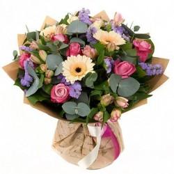 Įvairių gėlių puokštė